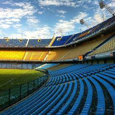 Estadio Alberto J. Armando La Bombonera Baires, Buenos Aires. Ese estadio es muy grande y interesante.