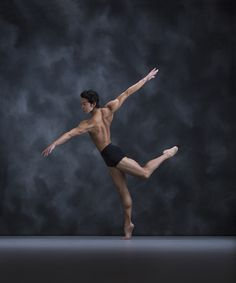 Making his debut as Prince Florimund on June 11 at 2pm is First Soloist Naoya Ebe. His repertoire also includes principal roles in Romeo and Juliet, Giselle, Alice's Adventures in Wonderland and La Fille mal gardée.
