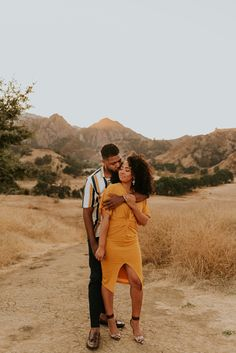 This Malibu Creek State Park engagement session features the most stylish couple, dreamiest golden hour, and an incredible view of the Santa Monica Mountains and Malibu Canyon. Captured by Carrie Rogers - a California wedding and elopement photographer. Couple Photoshoot Poses, Couple Photography Poses, Couple Posing, Couple Shoot, Wedding Photoshoot, Photoshoot Ideas, Engagement Photo Outfits, Engagement Couple, Engagement Session