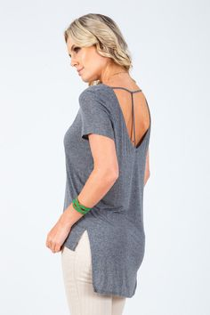 T-shirt decote V costas Boutique, Tops, Women, Fashion, Neckline, Moda, Fashion Styles, Shell Tops, Fashion Illustrations