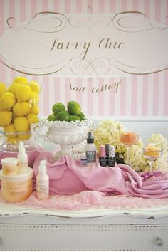 The Theme's the Thing: Savvy Chic Nail Cottage - Nails Magazine