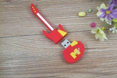Pendrive USB en forma de guitarra, personalizable con su logotipo Usb Flash Drive, Logo, Shape, Guitar, Usb Drive