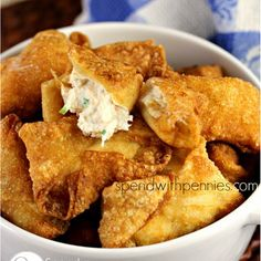 Crab Rangoon (Crab & Cream Cheese filled Wontons) _ This is a delicious recipe! I always expected crab rangoon to be tricky to make but you'd be surprised how easy it is! Seafood Dishes, Seafood Recipes, Appetizer Recipes, Cooking Recipes, Crab Dishes, Seafood Platter, Meat Appetizers, Think Food, Love Food