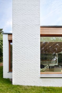 uitbreiding woning – architecten broekx-schiepers Brick Cladding, Brick Facade, Facade House, Surf House, Painted Brick Walls, Timber Architecture, Exterior Makeover, Architect House, Facade Design