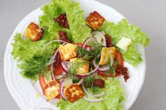 I love salads. And halloumi :-D So here is a salad with grilled halloumi. Perfect for warm summer days to accompany grilled meat. Grilled Halloumi, Grilled Meat, Lettuce Leaves, Cobb Salad, Fish Salad, Sun Dried, Vegetarian Recipes, Grilling, Salads