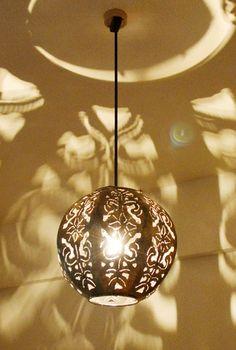 【楽天市場】間接照明 ペンダントライト ♪アイアンスカルプペンダントライト(丸型)♪ 【送料無料】 アジアン照明 バリ おしゃれ 天井照明 エスニック:アジアン家具・雑貨のヤヤパプス