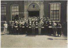 Groepsfoto, stadhuis, opening Strandbad Edam Datum 1933 #NoordHolland #Volendam