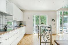 Solid vit högblank    Ballingslöv LOCATION: Villa i Älmhult