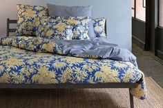Zucchi Bettwäsche BAHAR in der Trendfarbe blau! Üppiges, florales Muster mit einem modernen Touch // Paisleymuster in Perfektion https://www.schlaf-und-raum.de/bettwaesche/neuheiten-2017/bettwaesche-zucchi/zucchi-bettwaesche-bahar-v3.html