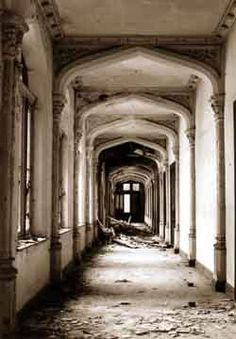 In the center of the city of Lede, Belgium, Castle of Mesen. One of the many corridors in the school-portion of the building. copyright © Henk van Rensbergen 1995-2001