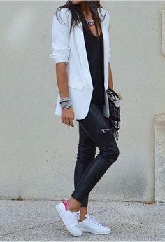 black and white blazer outfit casual White Sneakers Outfit, Blazer Outfits Casual, Business Casual Outfits, White Shoes, Mode Outfits, Fall Outfits, Fashion Outfits, White Fashion, Look Fashion
