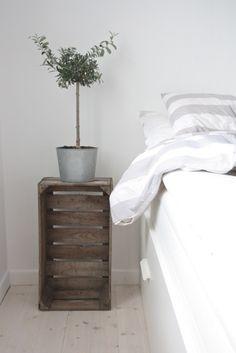 Leuk idee: een houten kratje als nachtkastje #DIY