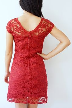 Queen of Darts: Lace dress McCalls 6505 in heavy corded lace, with invisible, appliqué seams