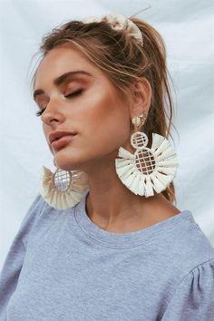Emerald Earrings / Emerald / Emerald Cut Halo Earrings in Gold / Emerald Earrings Studs / Natural Emerald Earrings / Green Emerald - Fine Jewelry Ideas Macrame Colar, Macrame Earrings, Macrame Jewelry, Diy Jewelry, Handmade Jewelry, Jewellery, Vintage Jewelry, Earrings Handmade, Fashion Jewelry