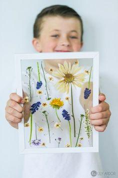 pressed flowers in 3 minutes ! pressed flowers in 3 Flower Picture Frames, Flower Frame, Flower Wall, Paper Flowers Diy, Flower Crafts, Art Flowers, Theme Nature, Pressed Flower Art, Mothers Day Crafts For Kids