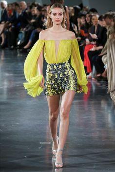 Sfilata Mugler Parigi - Collezioni Primavera Estate 2018 - Vogue