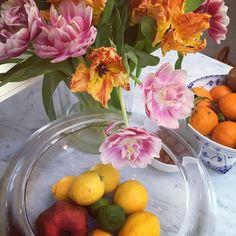 Danish glass and porcelain on our kitchen island #holmegaard #royalcopenhagen #marble #illumsbolighus #skandium  #springflowers #musselmalet #scandinavianhome #scandinaviandesign #bestofdanish