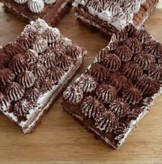 Çok lezzetli ve muhteşem olan Bu pastayı bıkmadan usanmadan her daim yiyebilirim çünkü çook güzelen dar vakitlerde kesinlikle kurt..