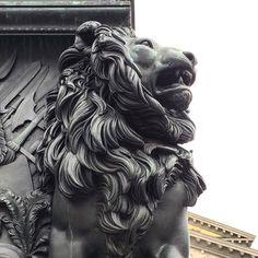 München - 17.09.15 - Bayrischer Löwe Body Bones, Ancient Greek Sculpture, Statue Tattoo, Stone Lion, Fu Dog, Viking Art, Lion Art, Architecture Tattoo, Renaissance Art