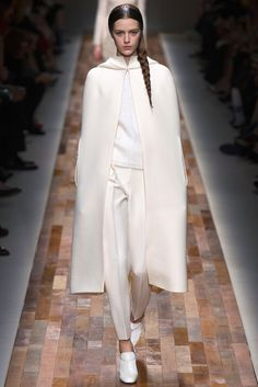 Valentino Fall 2013 Ready-to-Wear Fashion Show - Esther Heesch (Next)