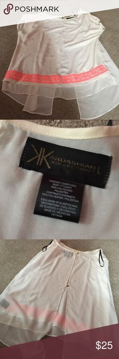 Kardashian Kollection top! Worn once on a date and it's been in my closet ever since! Beautiful top! Kardashian Kollection Tops