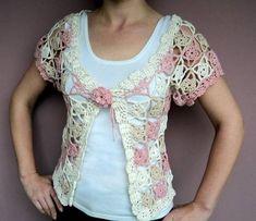 Blusa aberta feita de crochê, nos tons cru, bege e rosa envelhecido. Pode ser feita em qualquer tamanho, cor, lã ou linha. Muito versátil, pois pode ser usada com blusa de manga longa ou curta por baixa, como blusa ou colete. Lindíssima! R$ 119,90