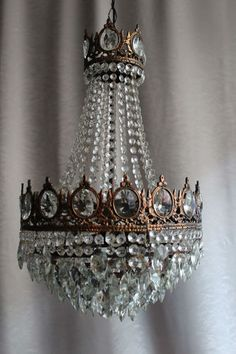 $400 DREAM PIECE!!!! Antique Vintage Brass Crystal French Chandelier