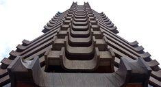 La Pagoda de Valencia está de luto.      Quizás, muchos de esos edificios valencianos que desconocías su autoría, eran obra del gran maestro Antonio Escario. https://www.arquitecturayempresa.es/noticia/la-pagoda-de-valencia-esta-de-luto