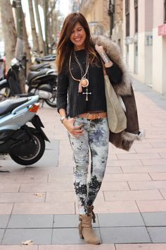 Comfy boho layers for the winter months. Via Mytenida.