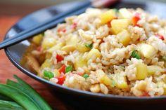 Жареный рис с ананасом.  Классическое блюдо тайской кухни с удивительным пряным ароматом и вкусом.  Время приготовления: 40 минут Порций: 4 Сложность блюда: #m2_из_5 Похожие рецепты: #готовим_рис #из_ананаса  Вам потребуется:  Рис 1 стакан Ананас 200 гр Перец болгарский 0.5 шт Лук репчатый 0.5 шт Чеснок 1 зубок Имбирь 1 ст. л. Соевый соус 2 ст. л. Лук зеленый 2 ст. л.  Как готовить:  1. Рис промыть в нескольких водах. Затем отварить до готовности, остудить.  2. Сладкий красный перец и свежий…