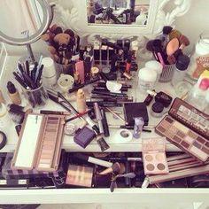 Organización de maquillaje.