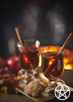 Wassail Drink Recipe, Wassail Recipe Easy, Yule Traditions, Yule Celebration, Pagan Yule, Easy Alcoholic Drinks, Roasted Apples, Spiced Pear, Kitchen Witchery