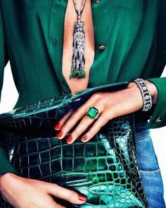 Fashion Friday: Glam in Green (elements of style) Style Glam, Style Me, Green Style, Trendy Style, Outfit Jeans, Hunter Green, Fashion Women, Fashion Beauty, Vogue Beauty