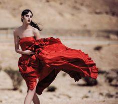 Estella Brons in Harper's Bazaar Arabia April 2016 by Silja Magg Red Fashion, Fashion Shoot, Editorial Fashion, Fashion News, Nude Photography, Fashion Photography, Elle Us, Harpers Bazaar, Wild Flowers