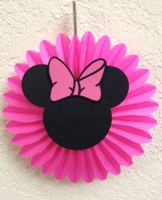POR FAVOR, PAGO MI PÁGINA DE LA TIENDA ANTES DE REALIZAR UN PEDIDO. ENCONTRARÁ LOS TIEMPOS DE ENVÍO Y QUÉ FECHAS I AM ACEPTAR NUEVOS PEDIDOS. ¡Gracias! ***  5 Minnie Mouse cumpleaños o Baby ducha Mini colgante ventilador decoraciones  Estas decoraciones de Minnie Mouse Fan colgantes agregará un toque extra a tu fiesta de Minnie.  Puede ser utilizado para una fiesta de cumpleaños, babyshower o simplemente para decorar la habitación del niño!  Este listado está para 5 decorados de Minnie Mouse…