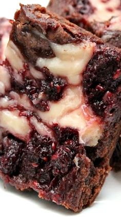 Raspberry Cheesecake Brownies:Butter with a side of bread - Nam - - Raspberry Desserts, Raspberry Cheesecake, Köstliche Desserts, Health Desserts, Cream Cheese Brownies, Cheesecake Brownies, Fudge Brownies, Brownie Recipes, Cake Recipes