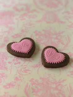 Love hearts on toile