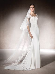 MINERVA is a beautiful mermaid wedding dress in gauze, lace and tulle with a round neck and fantastic #SanPatrick
