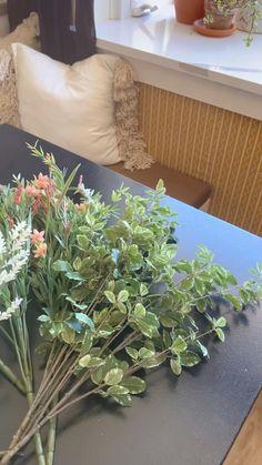 Flower Wall Backdrop, Diy Backdrop, Wall Backdrops, Backdrop Wedding, Flower Arrangements Simple, Flower Centerpieces, Flower Vases, Diy Flower, Indoor Garden