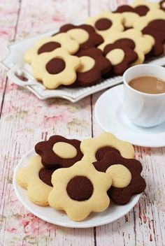Kétszínű virágos keksz recept