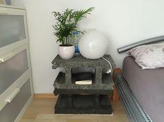 Nachtisch aus Schalungssteinen cinder block nightstand diy