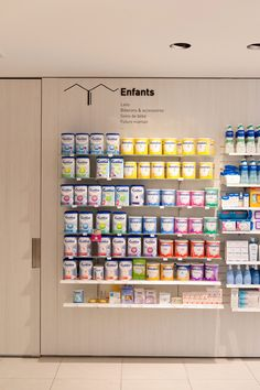 Tous droits réservés © Agence MAYELLE Baby Store Display, Office Table Design, Clothing Store Design, Pharmacy Store, Retail Fixtures, Hospital Design, Cosmetic Shop, Retail Store Design, Shops