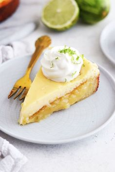 Key lime kladdkaka – My Kitchen Stories Healthy Dessert Recipes, Easy Desserts, Gluten Free Desserts, Delicious Desserts, Vegan Key Lime Pie, Keylime Pie Recipe, Piece Of Cakes, Foods To Eat, Food Inspiration