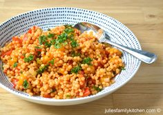 Giant couscous with roasted sweet peppers spiced with harissa. A tasty alternative to rice. Couscous Recipes, Veggie Recipes, Vegetarian Recipes, Cooking Recipes, Healthy Recipes, Veggie Meals, Healthy Meals, Healthy Food, Algerian Recipes