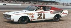 Cale Yarborough won the Daytona 500 in this Wood Brothers 1968 Mercury Cyclone. Daytona 500 Winners, Mercury Montego, Old Hot Rods, Speed Racer, Vintage Race Car, Nascar, Cool Cars, Race Cars, Boat