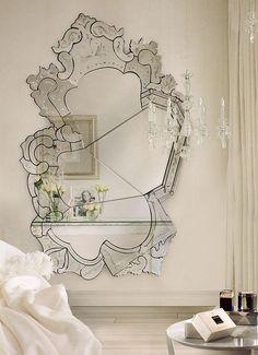 Espelho veneziano com design moderno