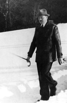 Thanks to Peppermint89 for enlarging and enhacing this 1936/37 Eva Braun snapshot of Adolf Hitler. Great job and thank you! (via putschgirl)
