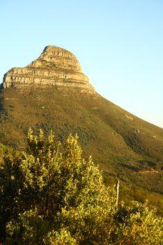 Een absolute must-see tijdens je bezoek aan Kaapstad, Zuid-Afrika: de tafelberg. Bekijk alle bezienswaardigheden in Kaapstad   Mooistestedentrips.nl