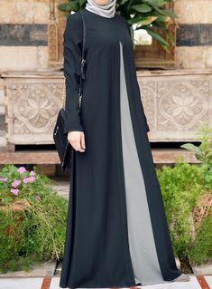 Must check out the new stylish black abaya designs in 2020 for girls. New black abaya designs come in beautiful patterns that will make you look sober. Hijab Fashion 2016, Abaya Fashion, Modest Fashion, Fashion Dresses, Abaya Designs, Mode Abaya, Mode Hijab, Muslim Dress, Hijab Dress
