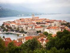 Take a look at this Croatian walled-in town was beautifully designed with narrow stone streets and red-roofed houses!